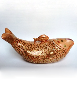 <p>Replica<br /> Porcelain<br /> <em>Qing</em> dynasty, <em>Qianlong</em> period, 18 th century</p>