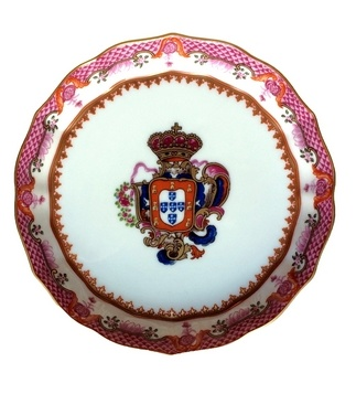 <p>Replica<br />Porcelain<br /><em>Qianlong</em> period<br /> 1736-1795</p>