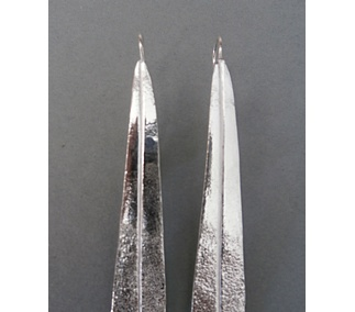 <p>One of the most beautiful and dramatic love stories of the Portuguese history, happened between King Pedro the 1st and Inês de Castro. The tombs, placed in the transept of the Mosteiro de Santa Maria de Alcobaça, are the symbolof the eternety og their love.<br /> Silver earrings inspired by the wings of the carved angels on the tomb of Inês de Castro.</p>