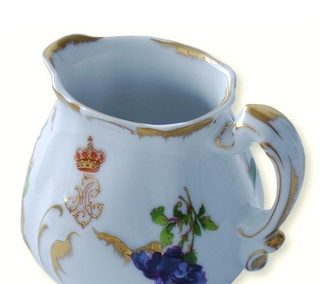 <p>Replica<br />Porcelain<br />Havilland & Cª, Limoges, France<br />19th century</p>