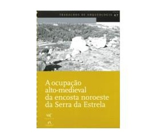 "<p><strong>Catarina Tente</strong></p><p><strong>2007</strong></p><p>160 p.</p><p>Índice <a href=""http://www.igespar.pt/media/uploads/trabalhosdearqueologia/47/1.pdf"">PDF</a></p><p>1. Introdução <a href=""http://www.igespar.pt/media/uploads/trabalhosdearqueologia/47/2.pdf"">PDF</a></p><p>2. Considerações metodológicas <a href=""http://www.igespar.pt/media/uploads/trabalhosdearqueologia/47/3.pdf"">PDF</a></p><p>3. O Território <a href=""http://www.igespar.pt/media/uploads/trabalhosdearqueologia/47/4.pdf"">PDF</a></p><p>4. A Evidência Arqueológica <a href=""http://www.igespar.pt/media/uploads/trabalhosdearqueologia/47/5.pdf"">PDF</a></p><p>5. Conclusões <a href=""http://www.igespar.pt/media/uploads/trabalhosdearqueologia/47/6.pdf"">PDF</a></p><p>Notas <a href=""http://www.igespar.pt/media/uploads/trabalhosdearqueologia/47/7.pdf"">PDF</a></p><p>Bibliografia <a href=""http://www.igespar.pt/media/uploads/trabalhosdearqueologia/47/8.pdf"">PDF</a></p><p>Catálogo de sítios arqueológicos <a href=""http://www.igespar.pt/media/uploads/trabalhosdearqueologia/47/9.pdf"">PDF</a> </p>"