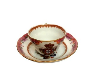 <p>Replica<br />Porcelain<br /><em>Qianlong</em> period</p>