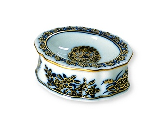 <p>Replica<br />Porcelain<br /><em>Qing</em> dynasty, <em>Qianlong</em> period</p>