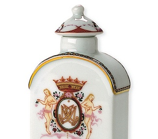 <p>Replica<br />Porcelain<br /><em>Qing</em> dynasty, <em>Qianlong</em> period<br />2nd half of the 18th century</p>