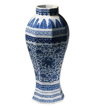 <p>Adaptation<br />Porcelain<br /><em>Qing</em> dynasty, <em>Qianlong</em> period<br />1736 - 1795</p>
