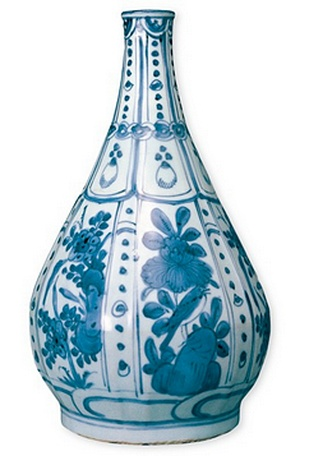 <p>Replica<br />Porcelain <em>(Kraakporselein)</em><br /><em>Ming</em> dinasty, <em>Wanli</em> period<br />1573 - 1619</p>