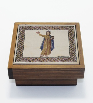 <p>Adaptation<br />Wood and faience</p>