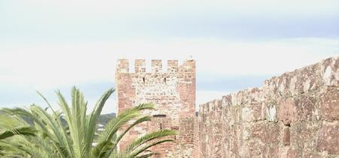 Castelo de Silves - Pormenor do adarve da meia lua e Torre do Segredo